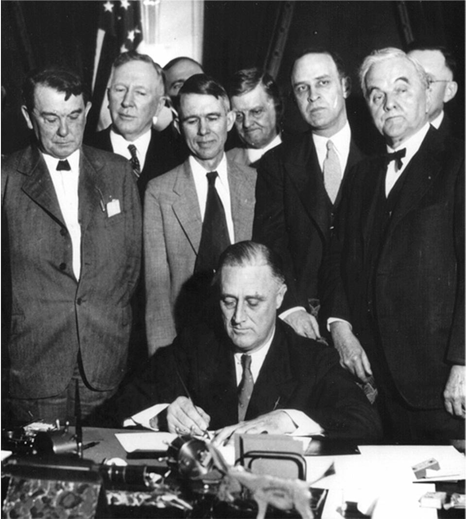 970px-Roosevelt_signing_TVA_Act_(1933)
