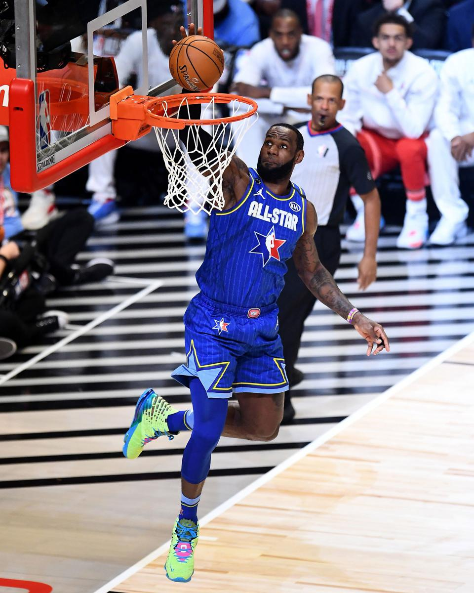 LeBron dunks in ASG Chicago