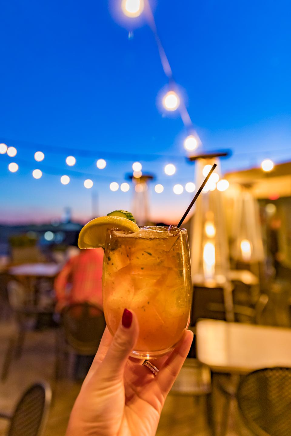 Charleston, SC - A cocktail on the Vendue Rooftop