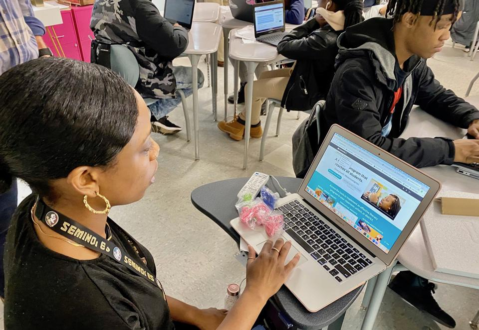 Ninth grade English teacher shares CommonLit dashboard.
