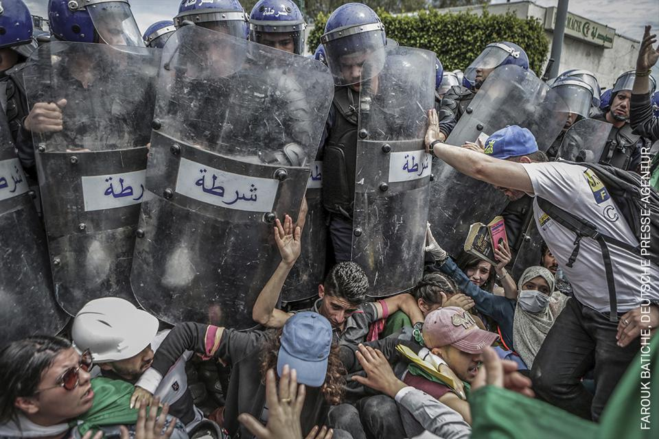 Students scuffle with riot police in Algiers,