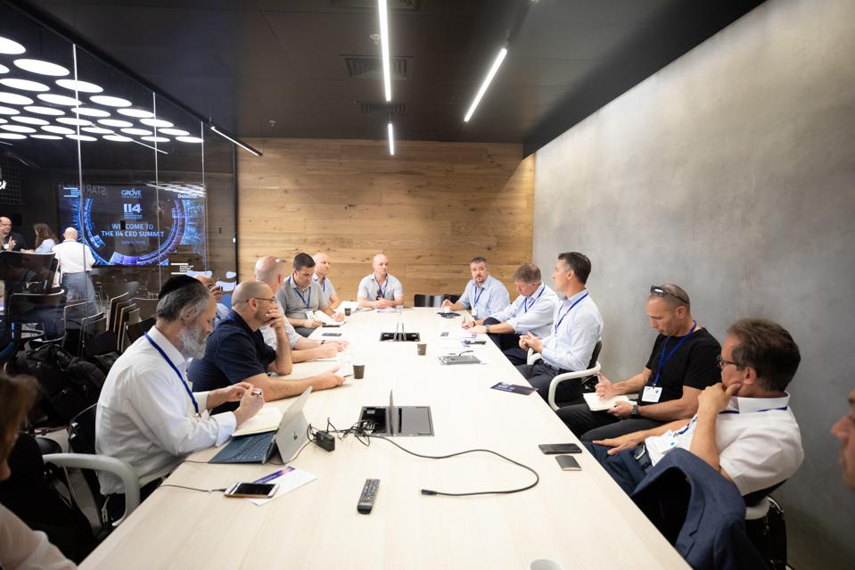 CEOs of multinational corporations meet with Israeli I4 tech startup CEOs