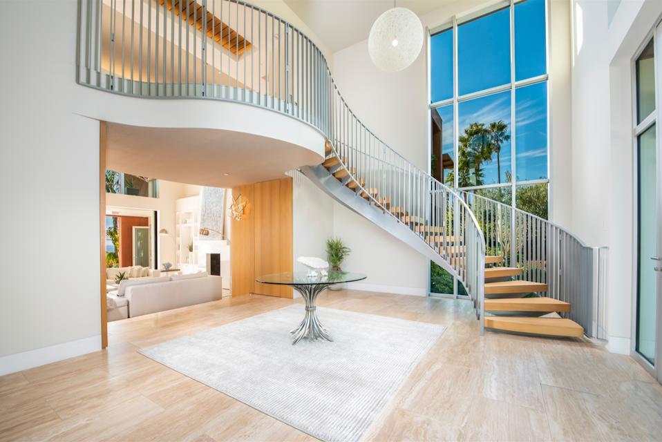 Grand contemporary staircase