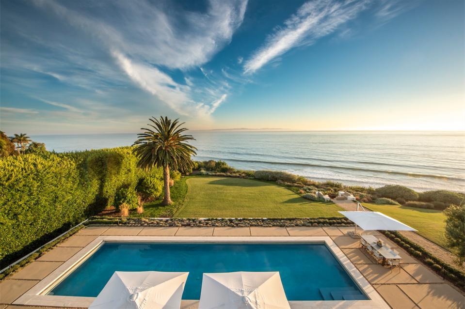 Sweeping pool views