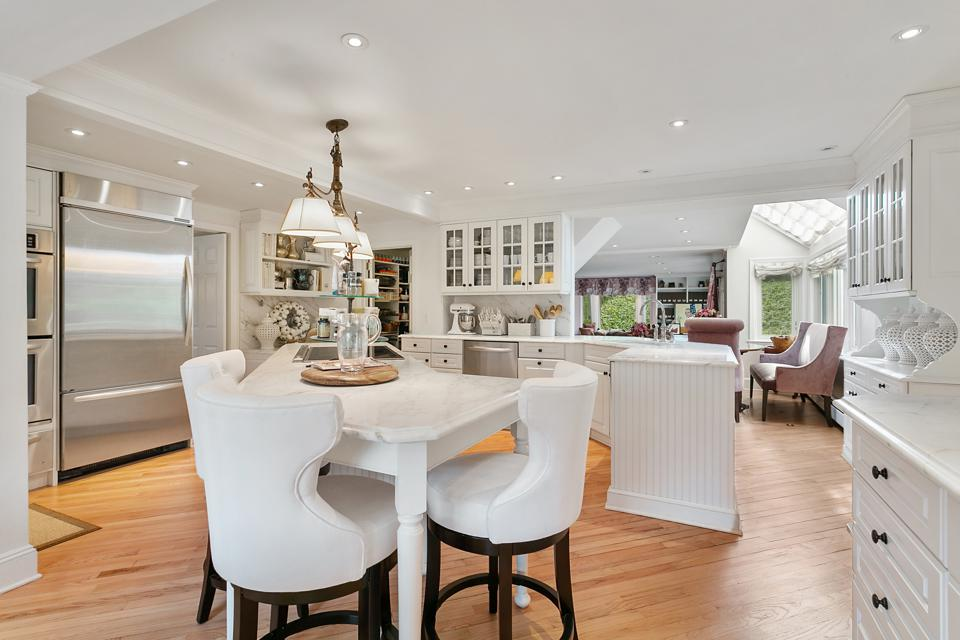 A white kitchen with a dining bar.