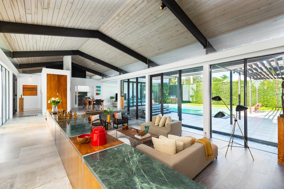 Mid-century modern house designed by Henry End