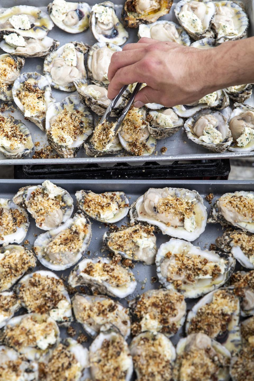 Aerial shot of grilled oysters.