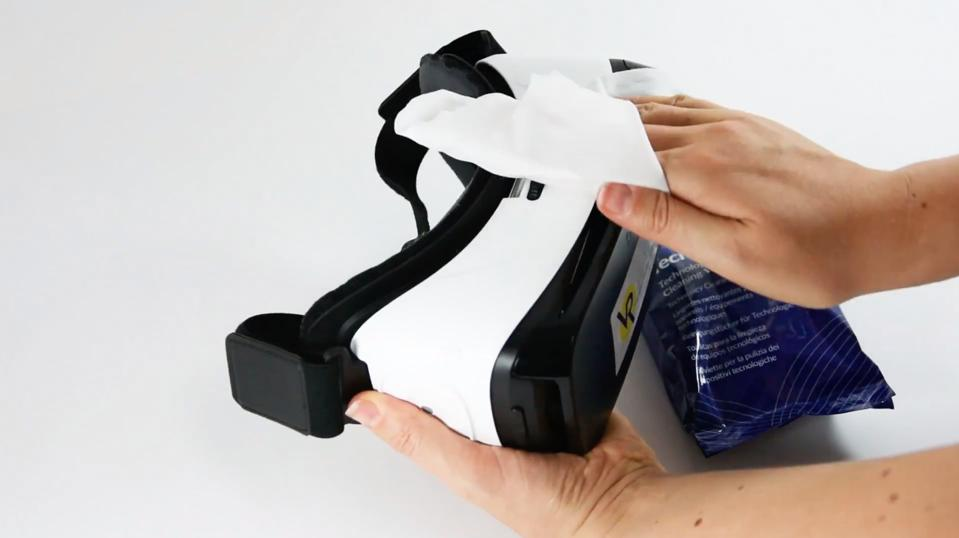 AF Tech wipes effectively clean VR screens