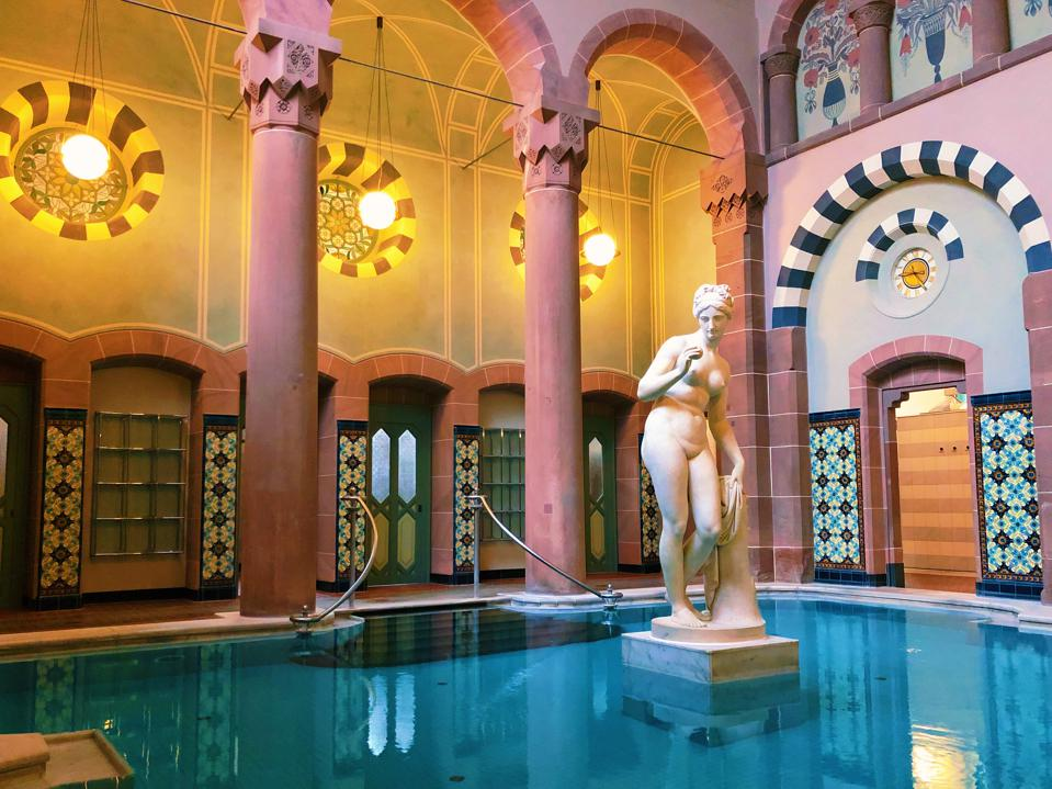 Bains thermaux au spa thermal de Bad Wildbad, Allemagne.