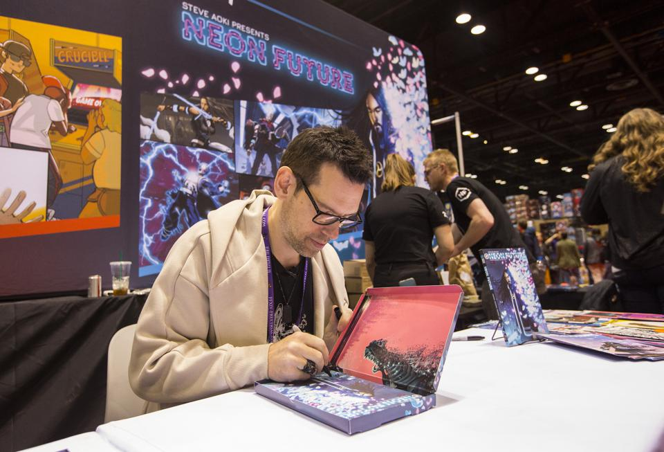 Tom Bilyeu of Impact Theory Comics greets fans on the convention floor during C2E2. Sunday, March 1, 2020 at McCormick Place in Chicago, IL (Photo by Barry Brecheisen)