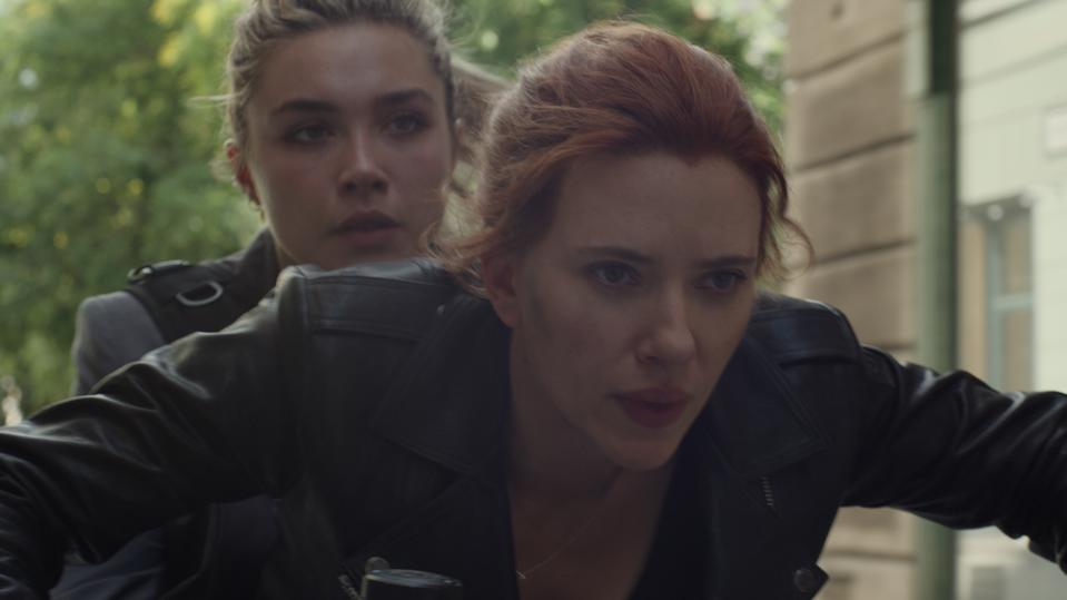 Marvel Studios' BLACK WIDOW..L to R: Yelena (Florence Pugh) and Black Widow/Natasha Romanoff (Scarlett Johansson)