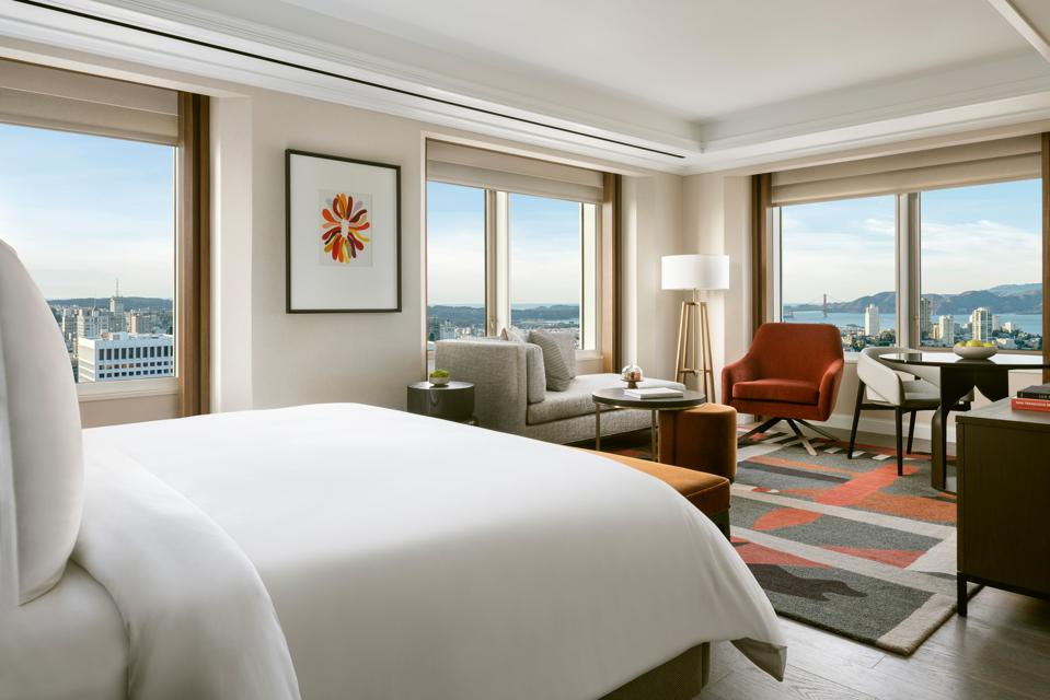 All rooms boasts stunning panoramic views at Four Seasons San Francisco.