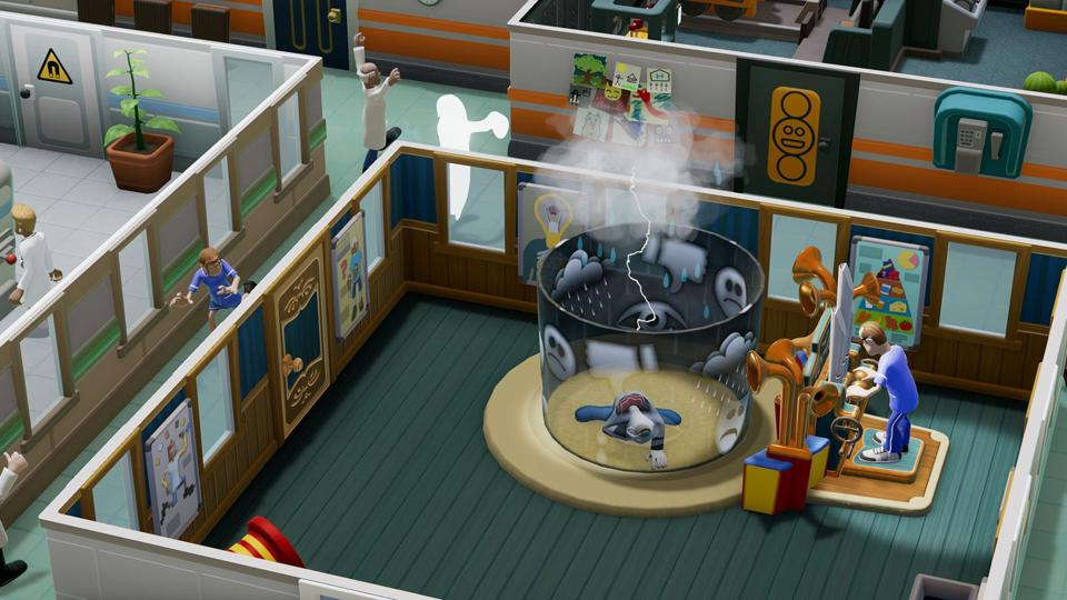 A clown cure in Two Point Hospital, while the ghost of a dead patient stalks the hallways.