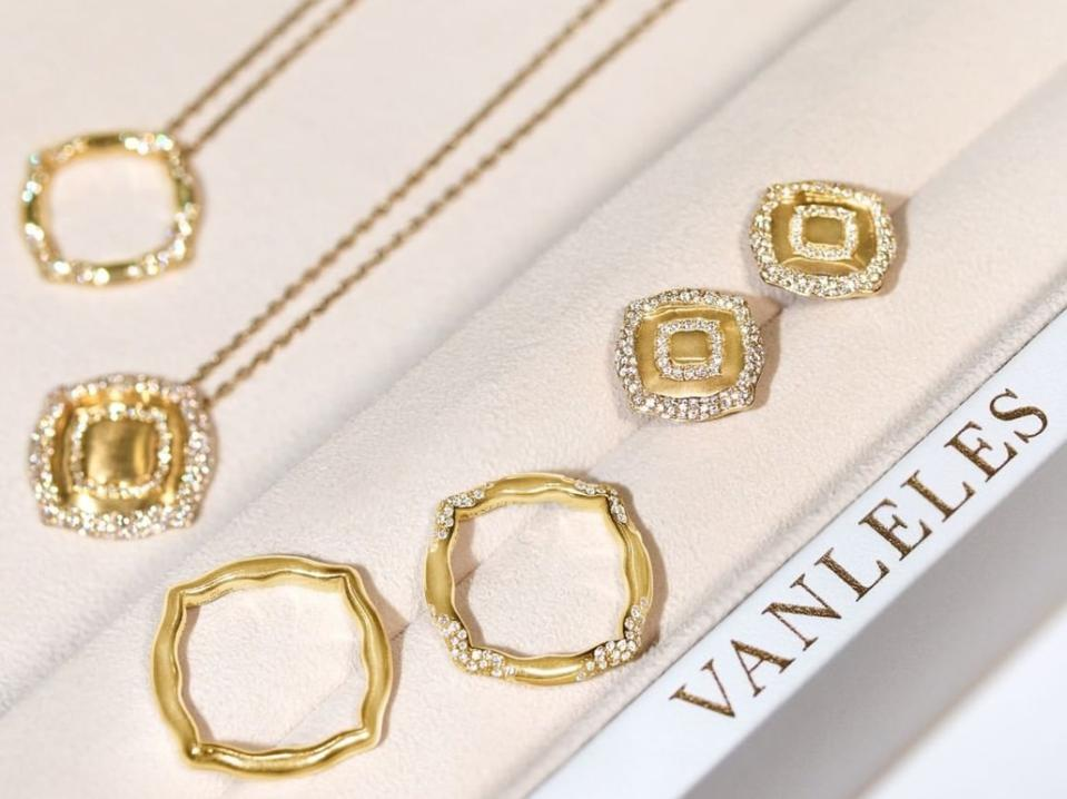Van Leles Nile Collection