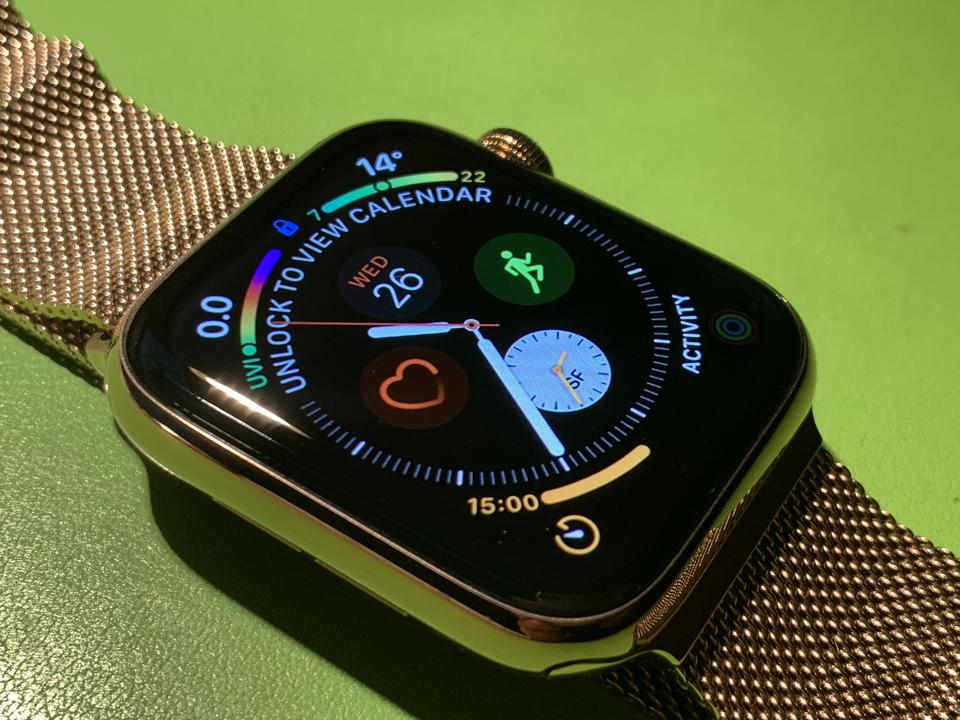 The Infograph Watch face on Apple Watch Series 4.