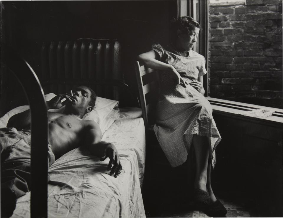 "Gordon Parks, 'Tenement Dwellers, Chicago,' 1950 Gelatin silver print , image: 27.31 x 35.56 cm (10 3/4 x 14 in.) sheet: 27.31 x 35.56 cm (10 3/4 x 14 in.). On view at the Addison Gallery of American Art in Andover, Massachusetts during the exhibition ""Gordon Parks: The New Tide, Early Work 1940–1950."""