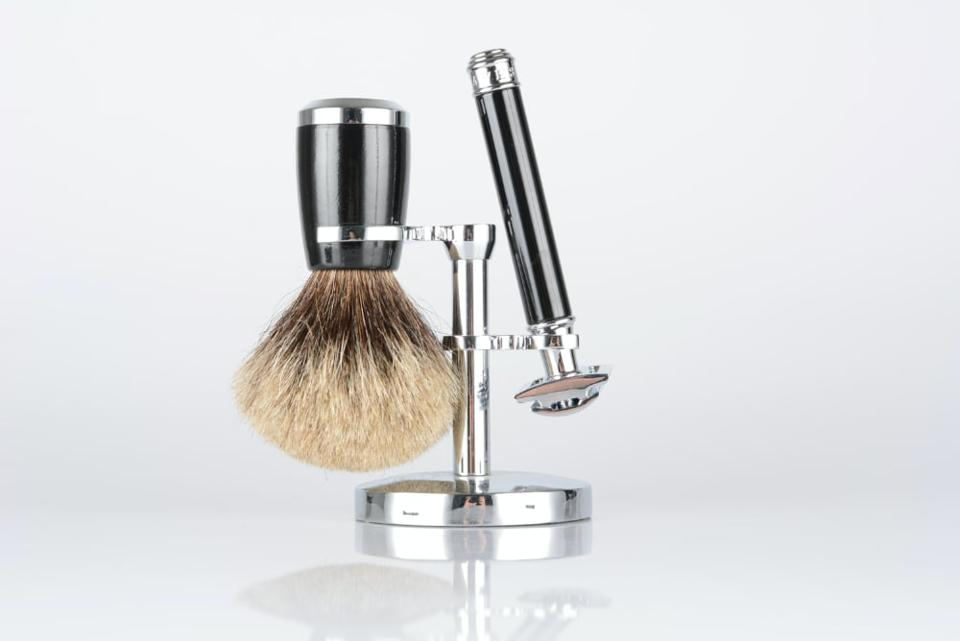 A shaving set. Not the one the author purchased and cut himself with.
