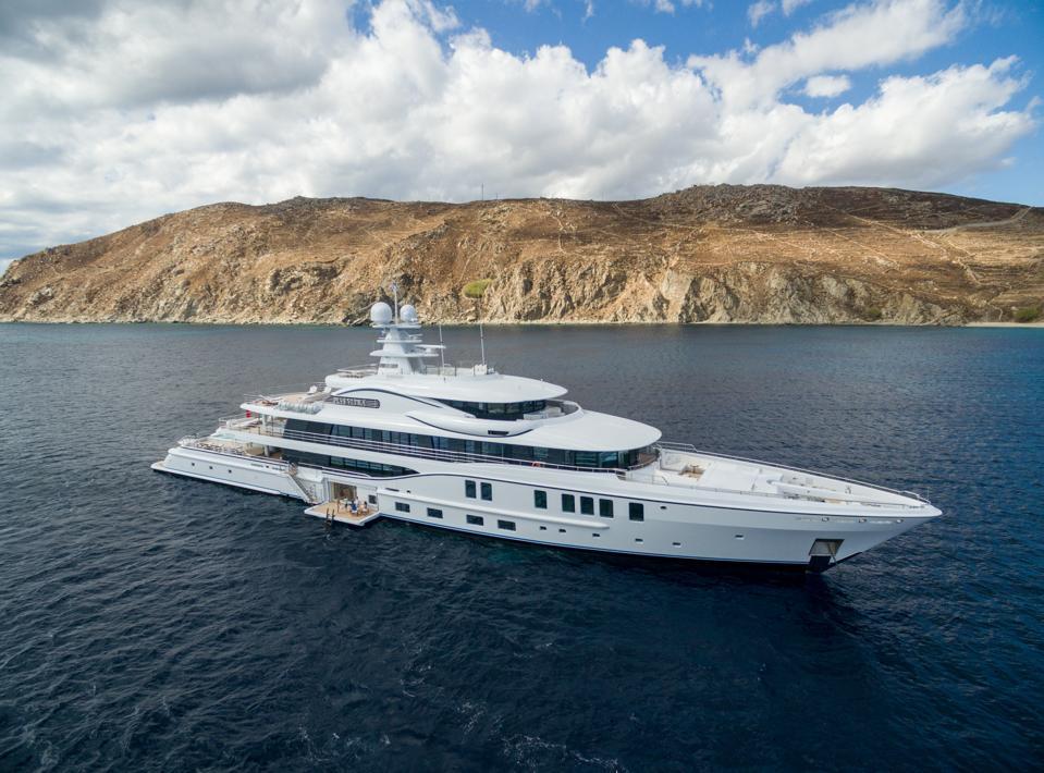 PLVS VLTRA at anchor