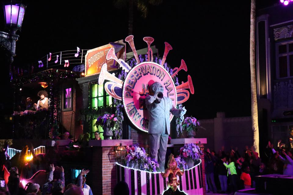 A jazz-themed float in the Mardi Gras parade