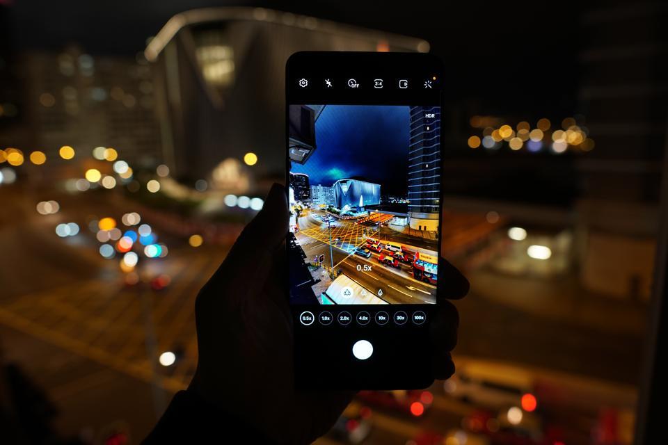The Galaxy S20 Ultra camera at night.