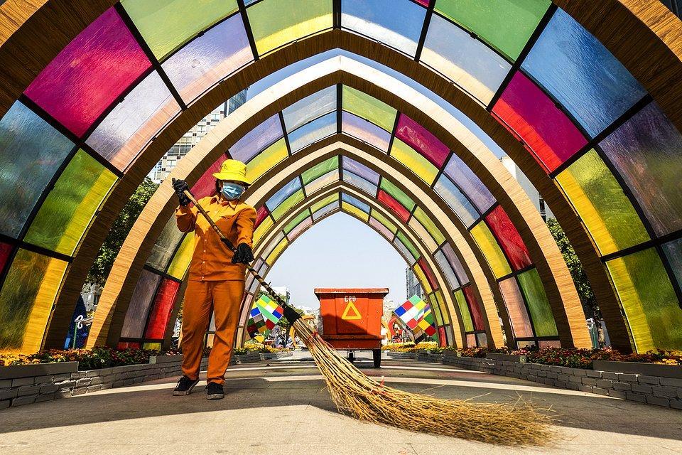 Saigon street cleaner