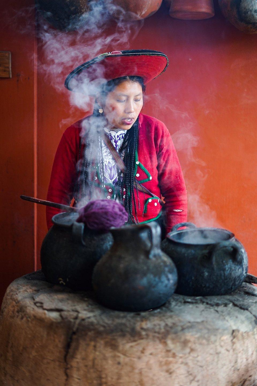 Quechuan Weaver' dying wool in Peru