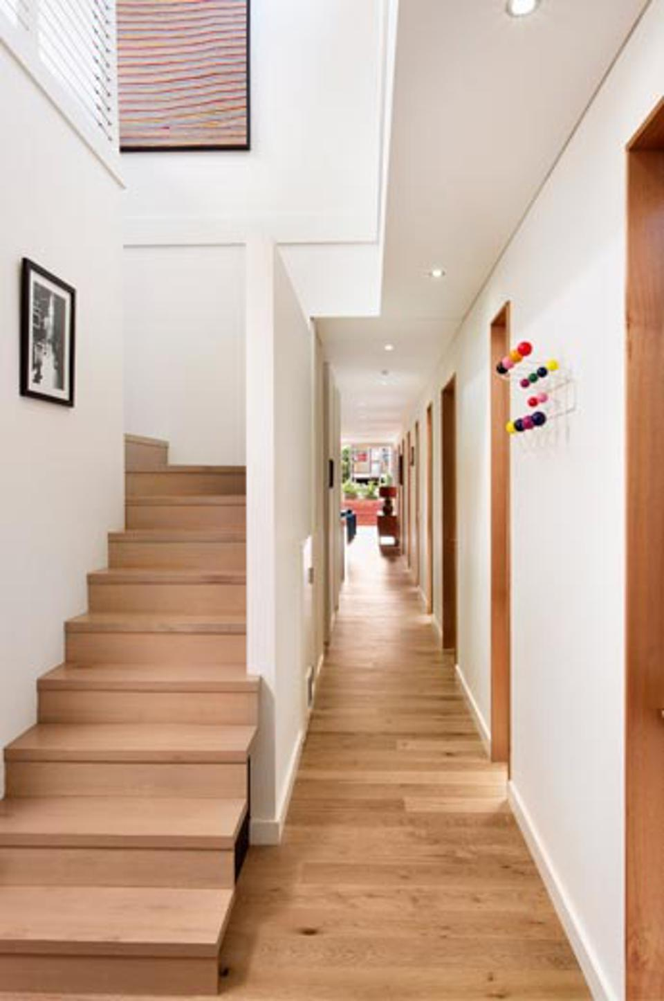 It was a particular challenge to have the stairs meet to the millimeter – which the installation set crew was able to do.