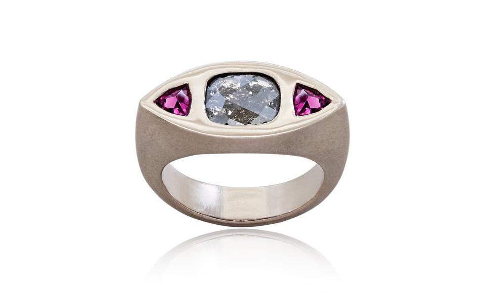 Lukas Caspar Jewellery ring with salt and pepper diamond