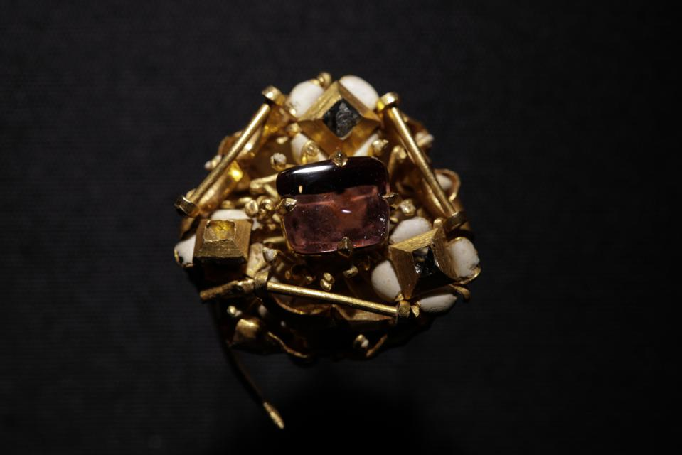 Late medieval gold cluster brooch with diamonds, cabochon spinel and enamel