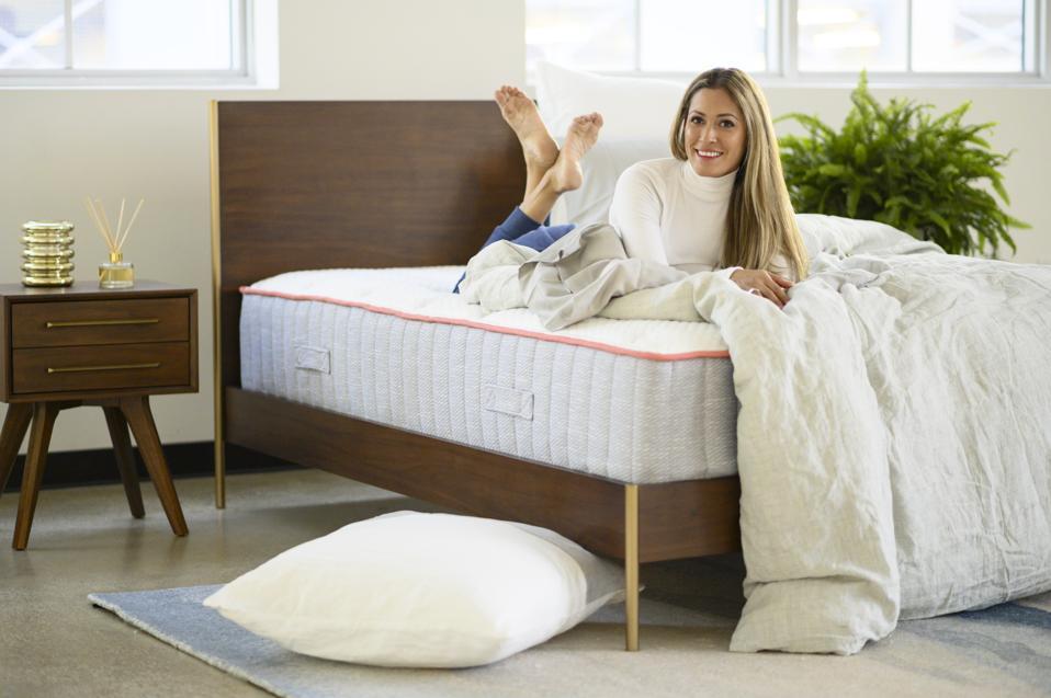 A Drūmi mattress with a woman posing on top