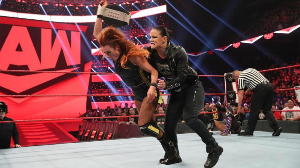 WWE Raw: Shayna Baszler attacks Becky Lynch from behind