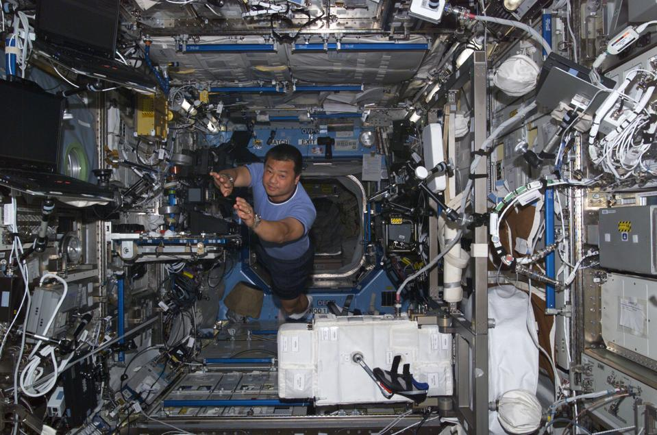 Astronaut Leroy Chiao moves through the International Space Station