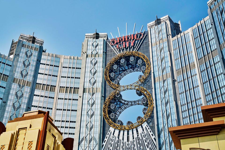 Las Vegas Is Closed But Casinos In Macau China Have Reopened Pandemic Wary Gamblers Are Now Offered Cash Cards To Show Up