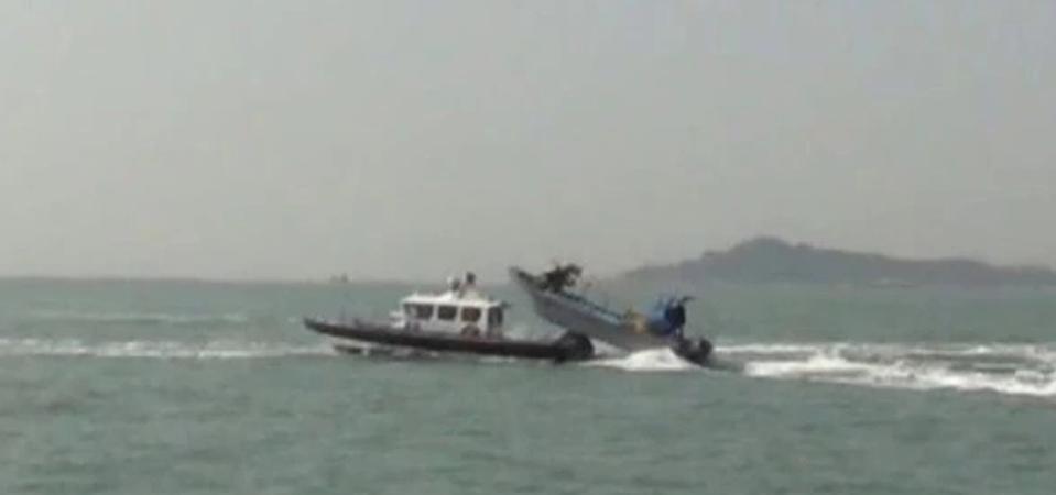 Republic of China coast guard cutter CP-1022 being rammed