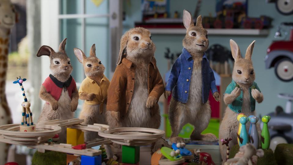 Mopsy (Elizabeth Debicki), Flopsy (Margot Robbie),  Benjamin (Colin Moody), Peter Rabbit (James Corden) and Cottontail (Aimee Horneg) in Columbia Pictures' PETER RABBIT 2: THE RUNAWAY.