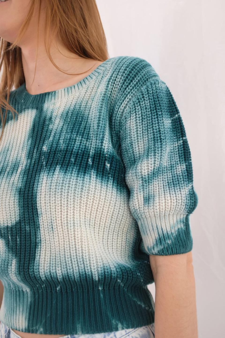 Tie-dye short sleeve sweater by Beklina