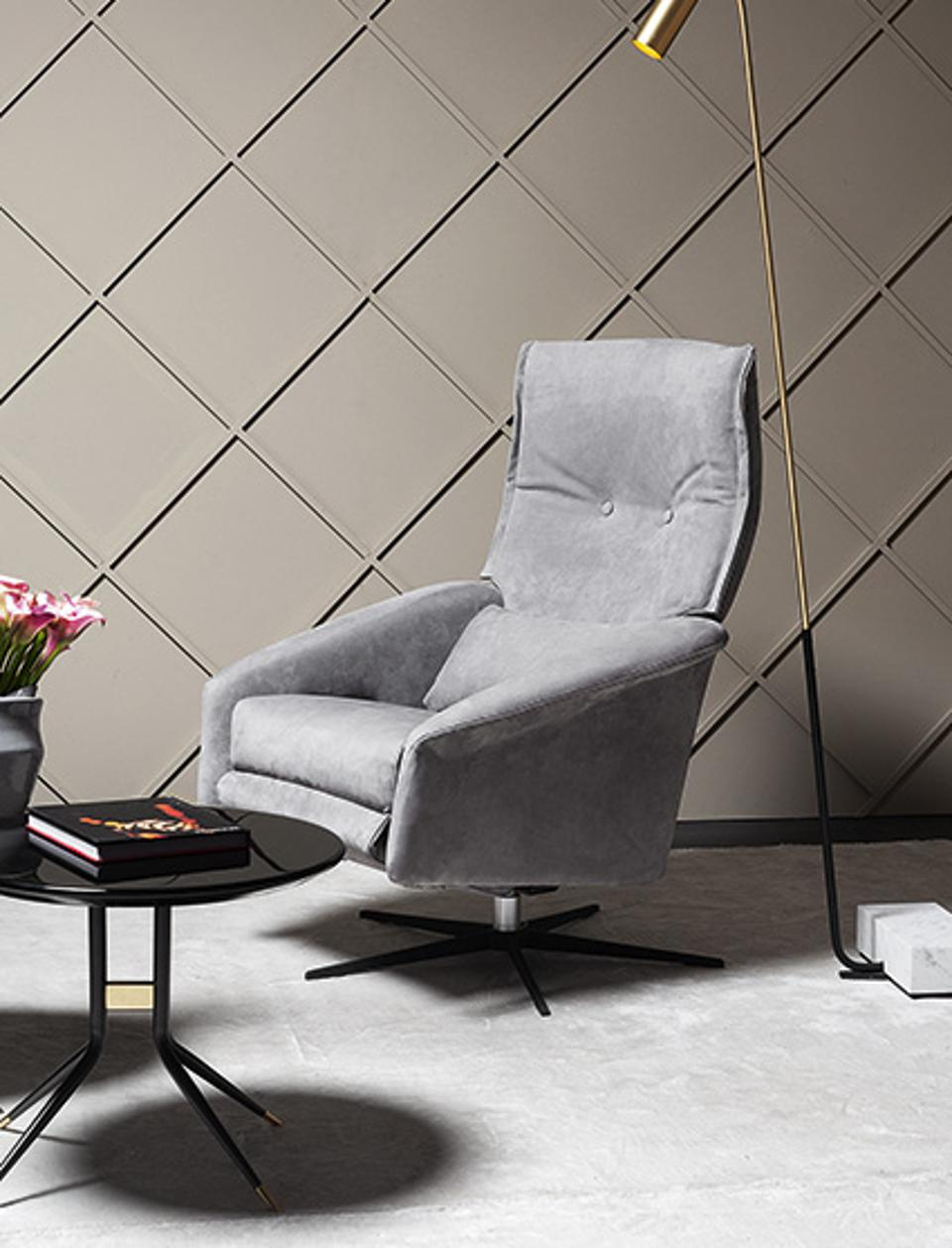 VIBIEFFE Dream Chair is build with motors so you can adjust backrest, seat and footrest.