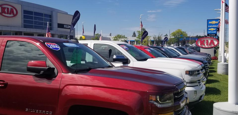 Dealers want customers to be able to visit showrooms during the COVID-19 crisis.