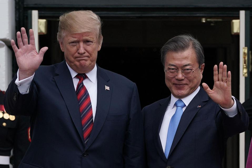 U.S. President Donald Trump welcomes South Korean President Moon Jae-in.
