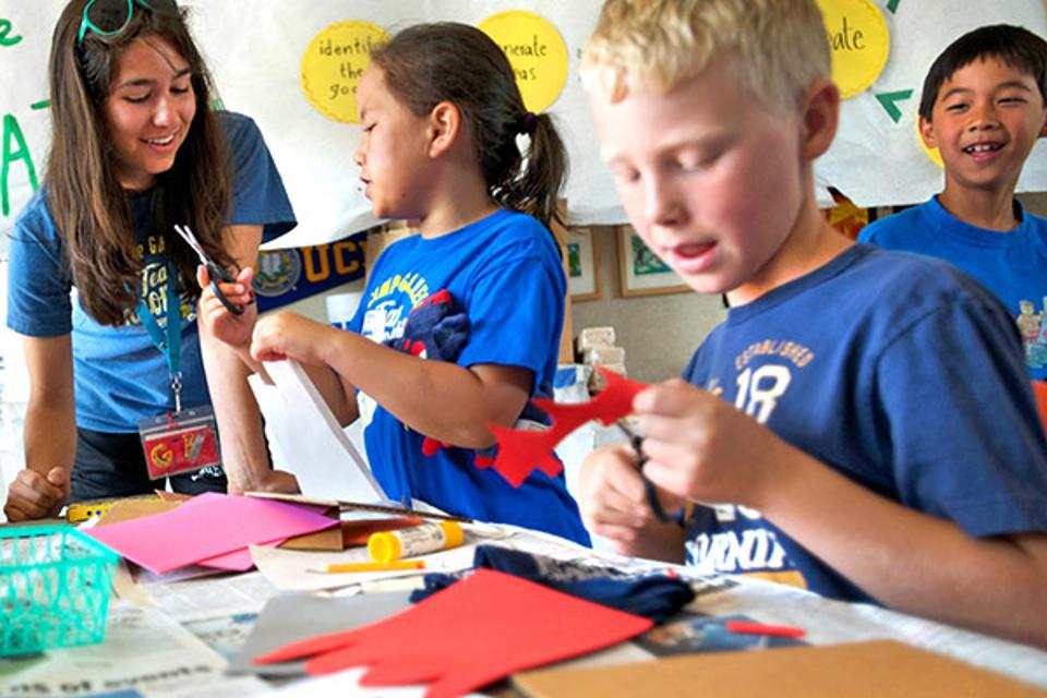 Galileo Innovation Kids doing Arts and Crafts
