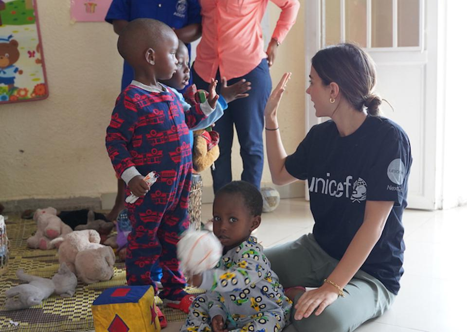 At the UNICEF-supported cross-border Early Childhood Development Center in Rubavu, Rwanda, children played with UNICEF NextGen member Maryellis Bunn.