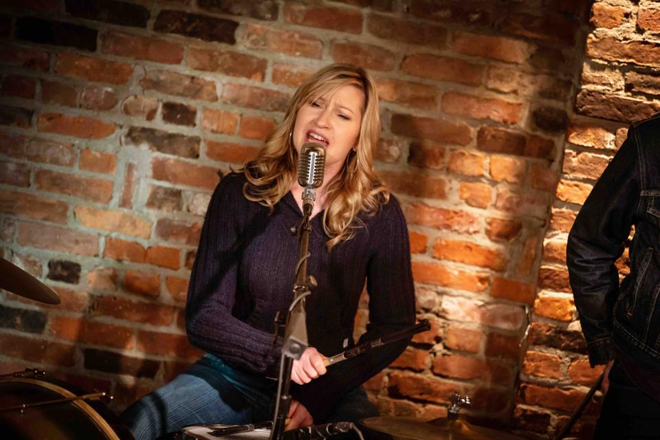 In 'Girl From The North Country' Luba Mason Clings Onto Hope While Singing Bob Dylan Songs