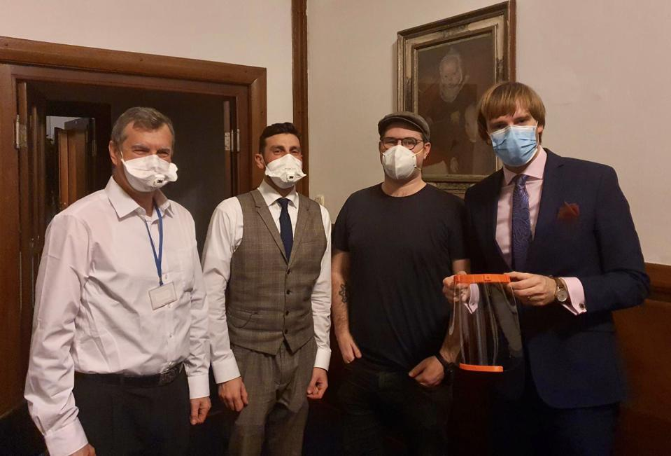 Prusa Research presents 3D printed face shield to Czech Minister of Health