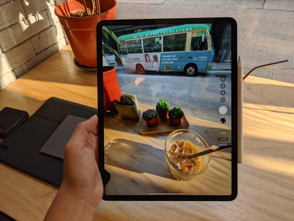 Wide-angle camera of the iPad Pro 2020.