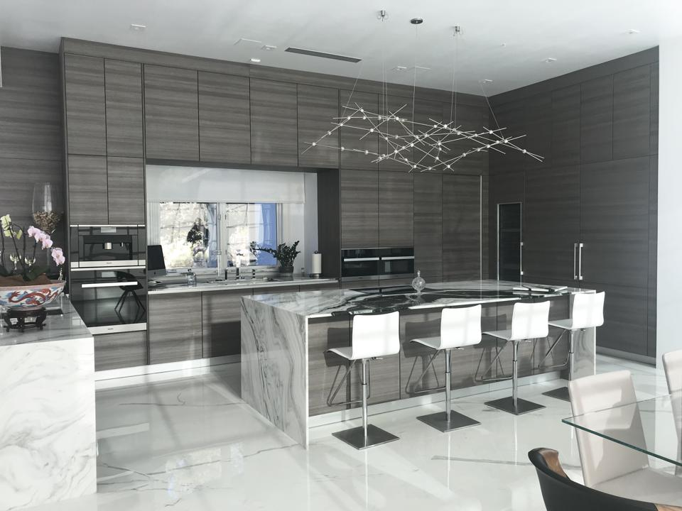 Hands-free Poggenpohl cabinets