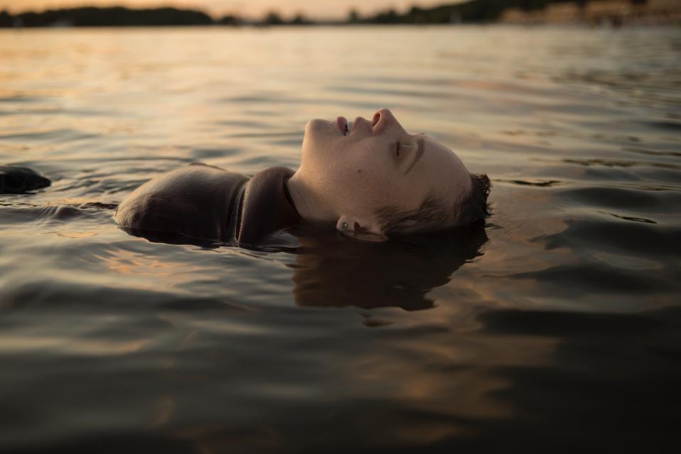 Esty at the lake in Netlix's 'Unorthodox'