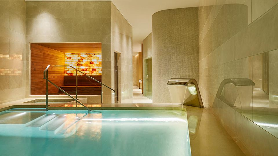 Morpheus Spa pool