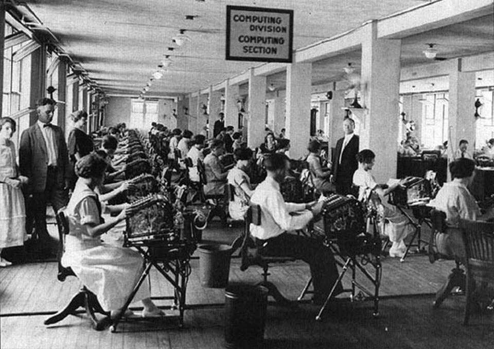 Workers at the ″Computer Division″ of the U.S. Veterans Bureau in the early 1920s.