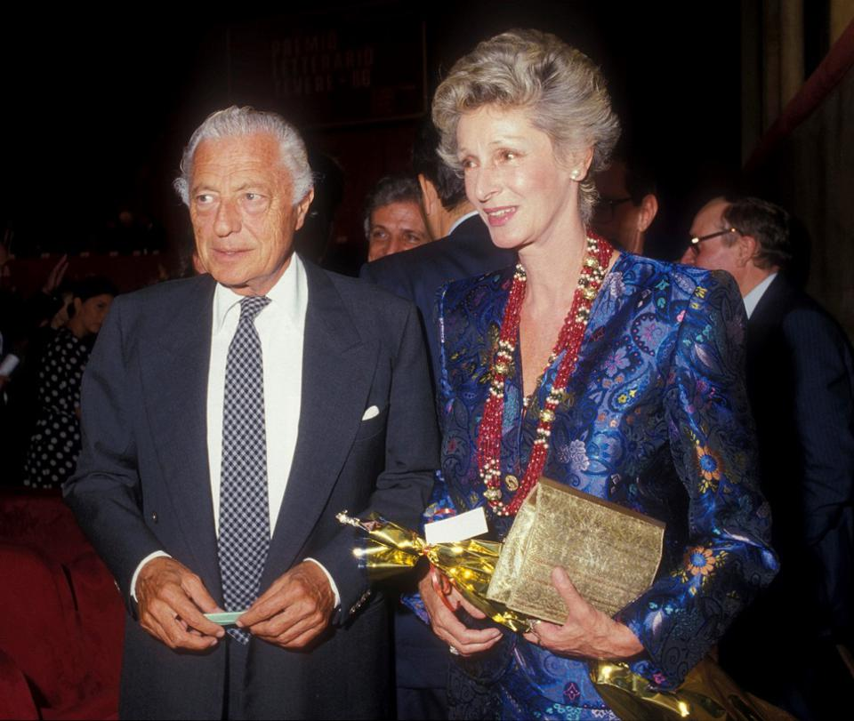 Gianni Agnelli with Marella Agnelli, again wearing her iconic gemstone bead necklace