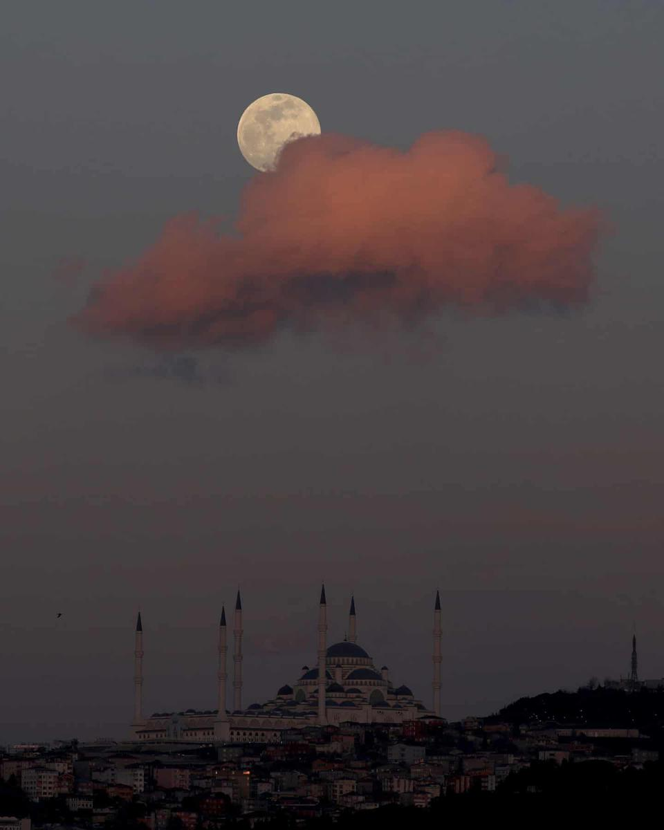 Super pink moon in Istanbul